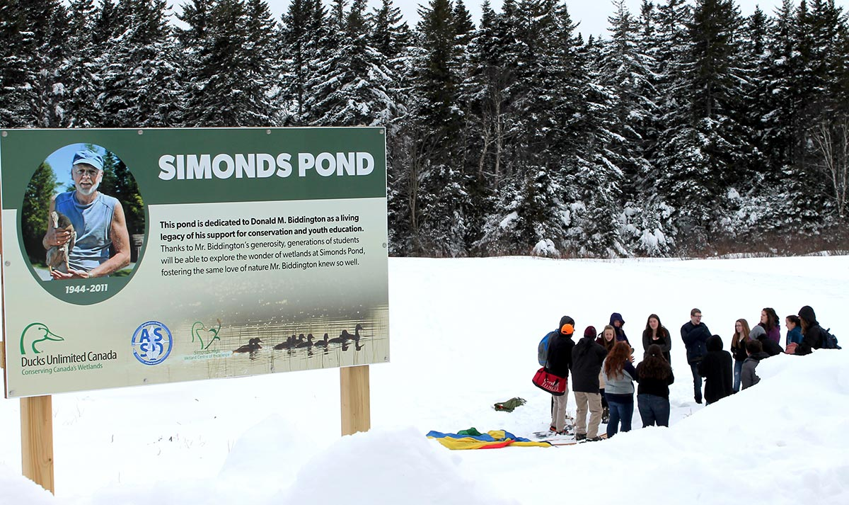 Simons Pond Sign