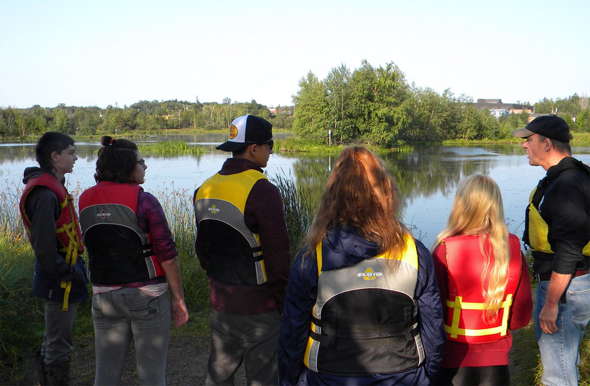 Tantramar Students in canoes